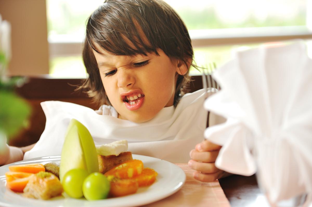 Как научить ребенка кушать полезные продукты
